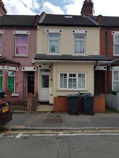 3 bedroom flat to rent - Dane Road, Biscot Area, Luton, Bedfordshire, LU3