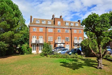 3 bedroom flat - Hollington Court, High Street, Chislehurst, BR7