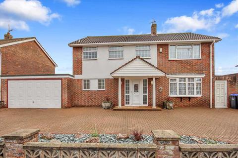 5 bedroom detached house for sale - Beach Green, Shoreham.