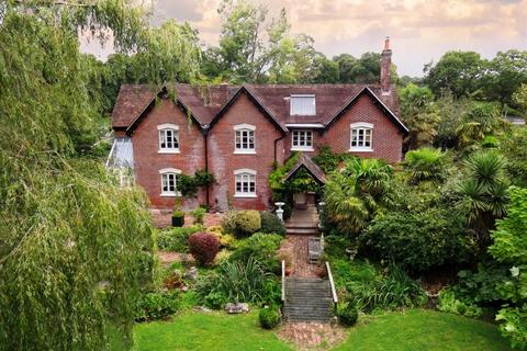 4 bedroom detached house for sale - South Drive, Ossemsley, New Forest