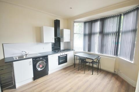 3 bedroom end of terrace house to rent - Winchester Avenue, Leicester