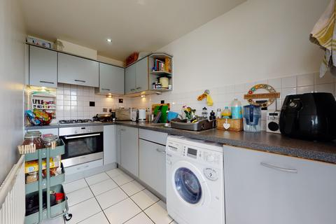 2 bedroom flat to rent - 31 Cumberland House, Erebus Drive, London