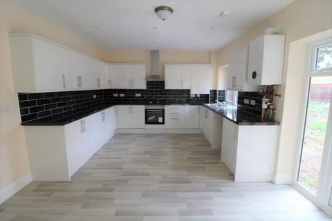 5 bedroom detached house to rent - Norwood Road, Southall
