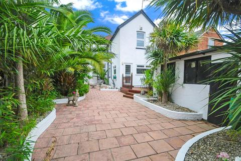 4 bedroom detached house for sale - Bournemouth Road, Lower Parkstone, Poole, Dorset, BH14