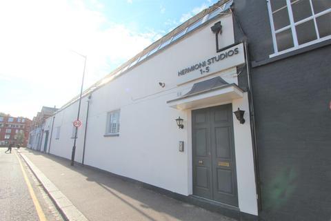 Studio to rent - Tavistock Road, Harringay, N4