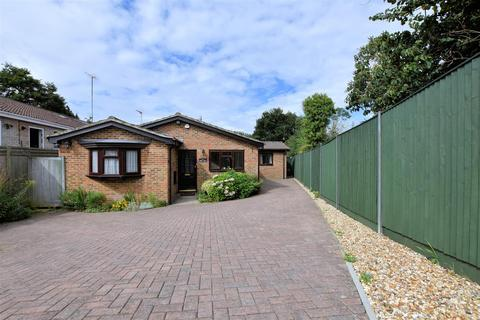 3 bedroom detached bungalow for sale - Westbury Lane, Purley On Thames, Reading