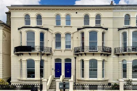 2 bedroom apartment - White Rock Gardens, Hastings