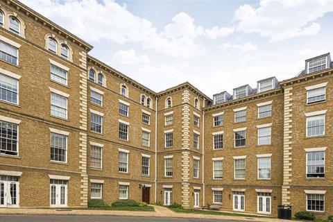 2 bedroom flat for sale - Royal Drive, Friern Barnet, Herts