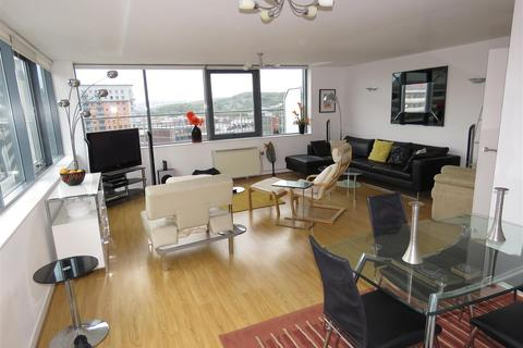 3 bedroom penthouse to rent - 25 The Chimes 18 Vicar Lane Sheffield