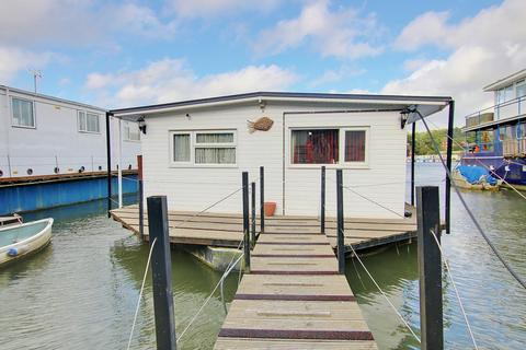 2 bedroom houseboat for sale - HOUSEBOAT! WHAT A VIEW! A MUST SEE!