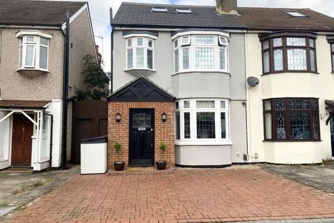 4 bedroom semi-detached house for sale - Dymoke Road, Hornchurch