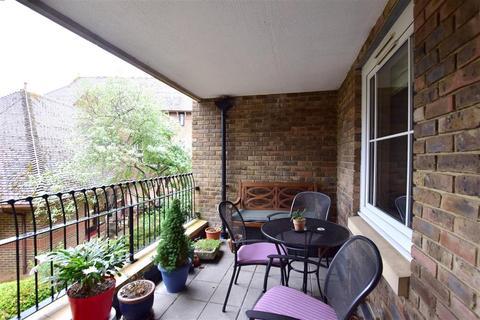 2 bedroom flat for sale - Mortley Close, Tonbridge, Kent