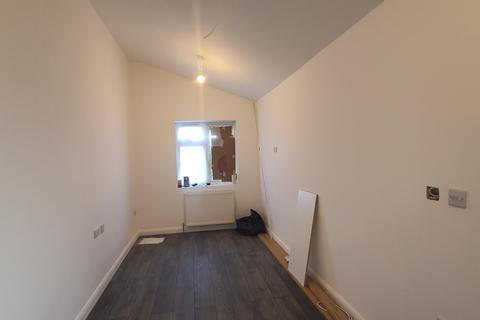 Studio to rent - Widmore Road, uxbridge, Greater London, UB8