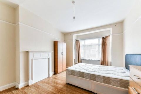 4 bedroom terraced house to rent - Gatton Road, Tooting, London, SW17