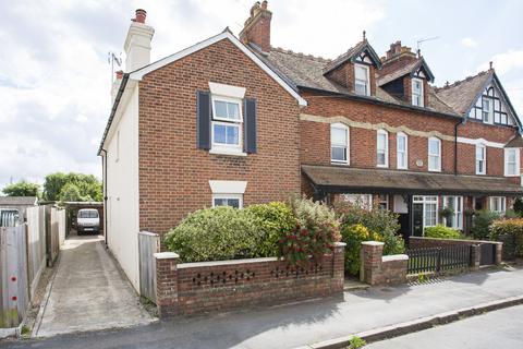 3 bedroom detached house for sale - Holden Park Road, Southborough