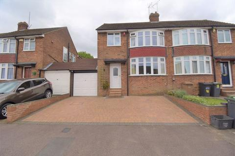 3 bedroom semi-detached house for sale - Hillary Crescent.