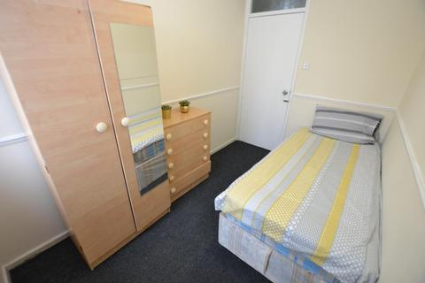 1 bedroom in a flat share to rent - Smythe Street, London, E14 0HF