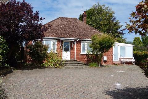 2 bedroom bungalow for sale - Chart Sutton, Kent