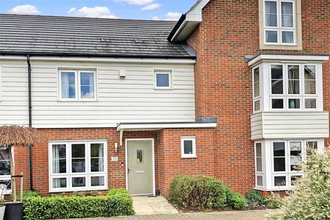 3 bedroom terraced house for sale - Avalon Street, Aylesbury, HP18
