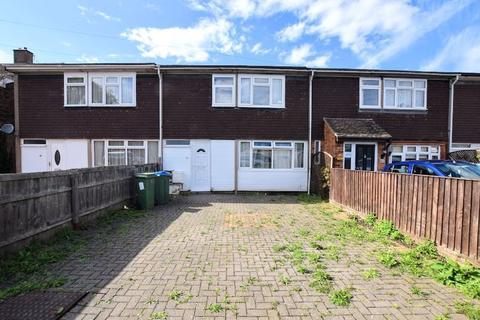 3 bedroom terraced house - Dunsham Lane, Aylesbury