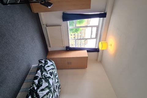 3 bedroom house share to rent - Spacious Double Room to Rent in John Aird Court, Couples Accepted