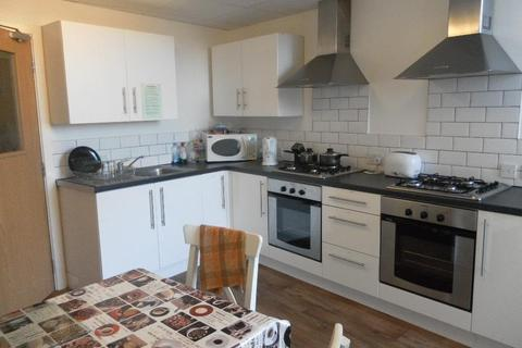 Studio to rent - Burton Chambers, 2 Dale Road, Selly Oak, Birmingham