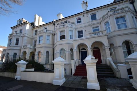 1 bedroom flat - The Avenue, Eastbourne