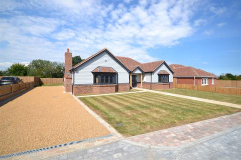 3 bedroom detached bungalow for sale - 2 Charwood Mews Stoney Hills, Burnham-On-Crouch