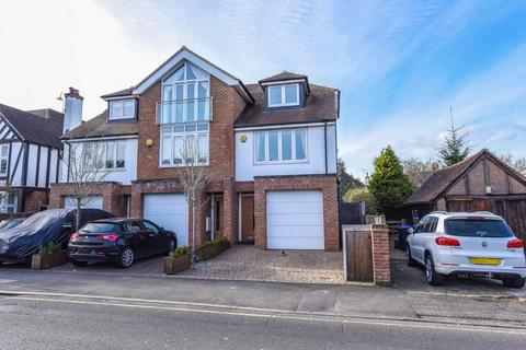 4 bedroom end of terrace house for sale - West Byfleet, Surrey