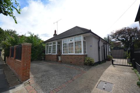 2 bedroom detached bungalow for sale - Claremont Road, Hornchurch RM11