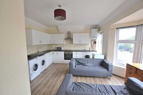 6 bedroom flat to rent - Christchurch Road, Reading