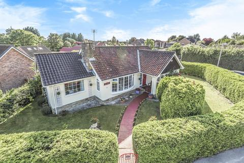 3 bedroom bungalow for sale - St. Helens Road, Pocklington, York, YO42 2NA