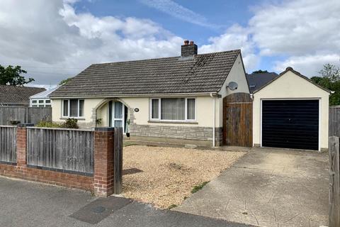 2 bedroom detached bungalow for sale - Hayes Close, Wimborne, BH21 2JJ