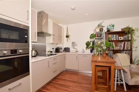 1 bedroom apartment - Sovereign Way, Tonbridge, Kent