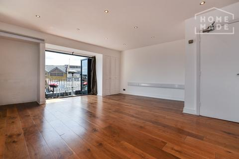Studio to rent - Shorts Gardens, Covent Garden, WC2H