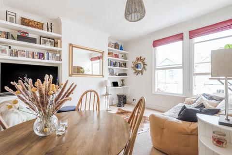 2 bedroom flat for sale - Hayter Road, Brixton