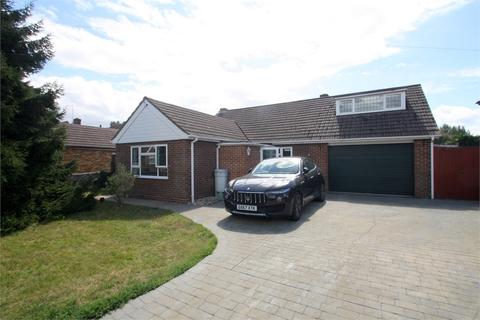 3 bedroom detached bungalow for sale - Russet Close, STAINES-UPON-THAMES, Surrey