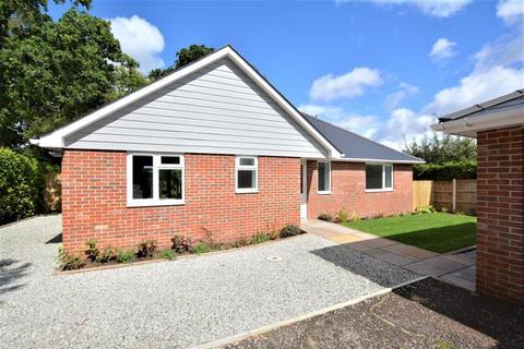 3 bedroom detached bungalow for sale - Albert Road, Ferndown, BH22 9HE