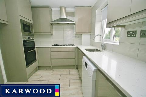 3 bedroom apartment to rent - Northolt