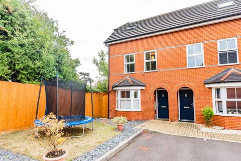 4 bedroom semi-detached house for sale - Camberley, Surrey