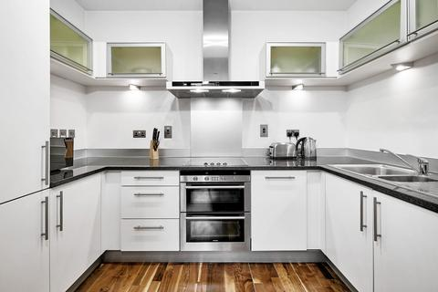 2 bedroom flat to rent - Discovery Dock Apartments West, South Quay Square, London
