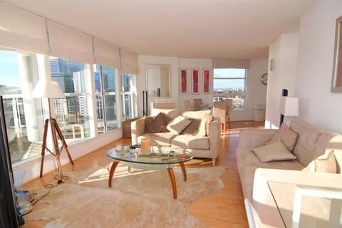 2 bedroom flat to rent - Aurora Building, 164 Blackwall Way, London, E14