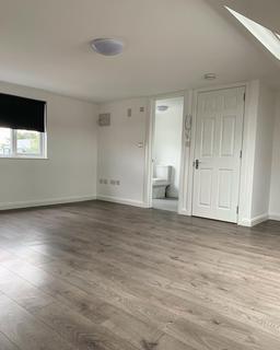 Studio to rent - Ruthven Avenue, Waltham Cross, EN8