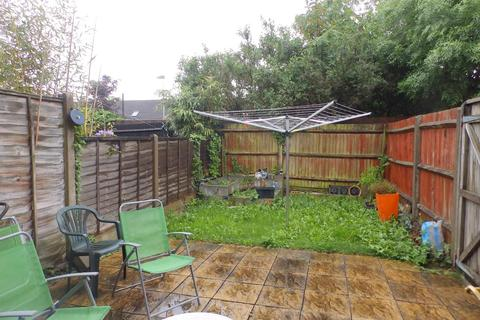 2 bedroom terraced house to rent - Hindhead Close, Hillingdon