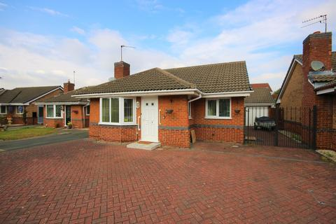 2 bedroom bungalow for sale - Lamorna Close, Nuneaton, CV11