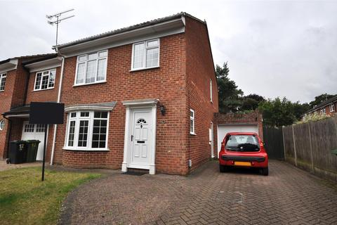 3 bedroom detached house to rent - Richmond Close, Frimley