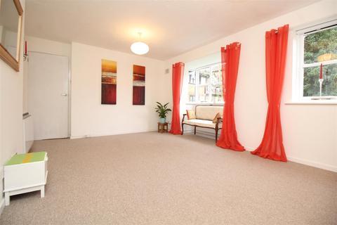 2 bedroom flat to rent - Creighton Road, London