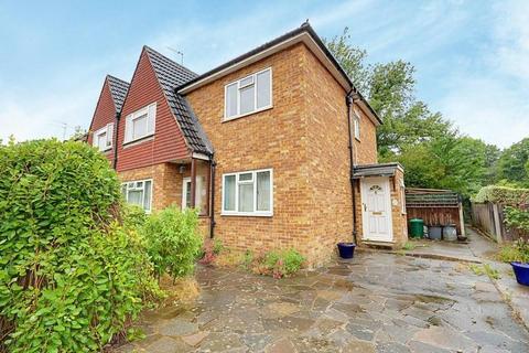 2 bedroom maisonette for sale - Willow Tree Close, Ickenham, UB10