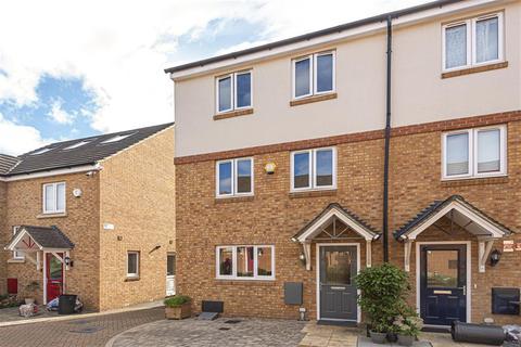 4 bedroom semi-detached house for sale - Thomas Drive, Uxbridge, Middlesex, UB8 1GT