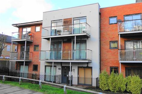2 bedroom flat for sale - Highfield Close, Hither Green, London